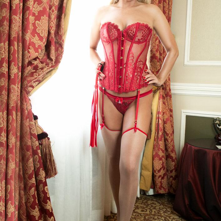 victoria belle femme blonde